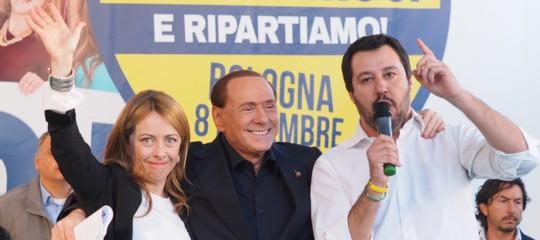 Salvini vuole andare dal notaio per siglare l'alleanza con Meloni e Berlusconi