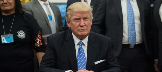 """Trump,""""Rifiutato titoli di Personaggio dell'anno"""".Time lo corregge"""