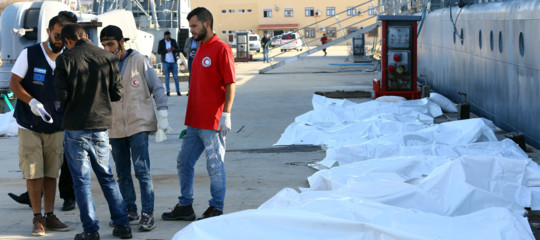Decine dimigranti sarebbero stati sbranati dagli squali al largo della Libia