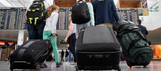 Solo a Parigi 400 voli l'anno vengono ritardati a causa dei bagagli abbandonati