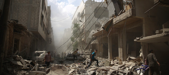 Siria: Israele bombarda base per pasdaran iraniani vicino Damasco
