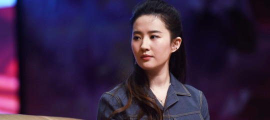 Ha 30 gatti e sa di arti marziali l'attrice cinese scelta per interpretare Mulan