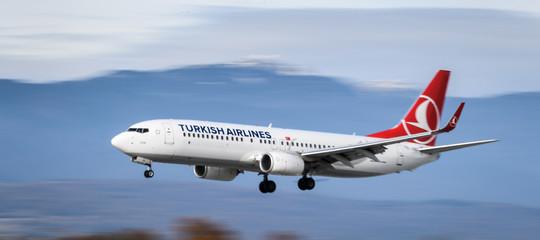 """""""Bomba a bordo"""". Una retewificostringe all'atterraggio un aereo. E non è la prima volta"""