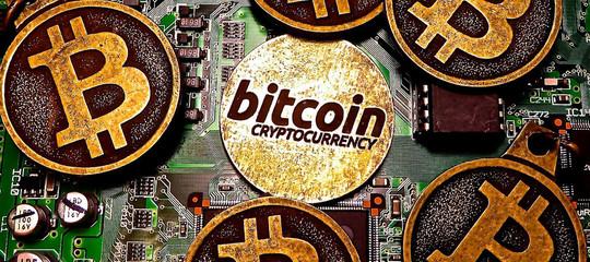 Bitcoin: nuovo record, sfonda quota 12.000 dollari