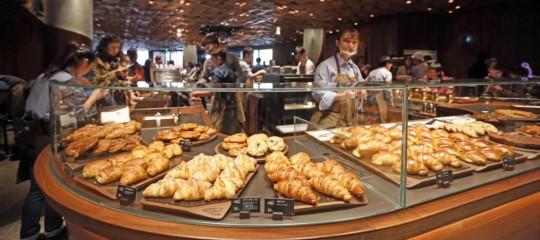 NelloStarbuckspiù grande del mondo si serve pasticceria italiana