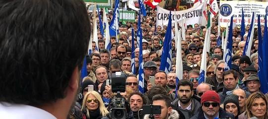 Salvini vuole far piangere laForneroe sfidareRenzia Firenze. Il comizio in 6 tweet