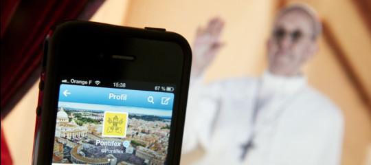 Il profilo Twitter del Papa compie cinque anni. Un'analisi