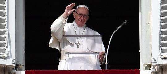 Papa: riposo domenicale fa vivere da figli e non da schiavi