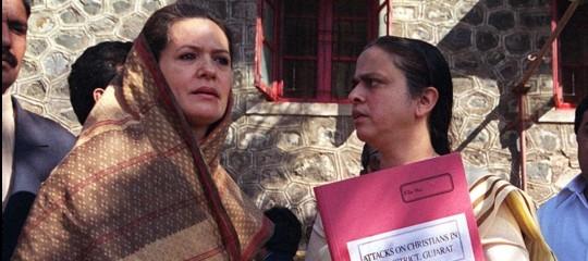 India: Sonia Gandhi lascia politica e passa il testimone a Rahul
