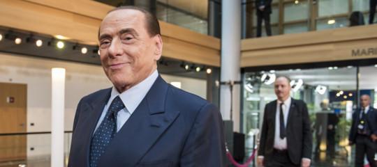 Perché sul caso banche (e su Boschi) Silvio Berlusconi ha scelto un basso profilo