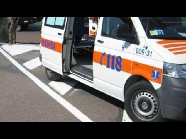 Auto contro pullmino in Alto Adige, feriti 10 bambini
