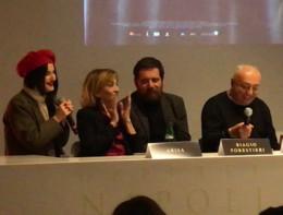 Duetto diPeppe Barra e Arisa che cantano 'Vasame' di Enzo Gragnaniello