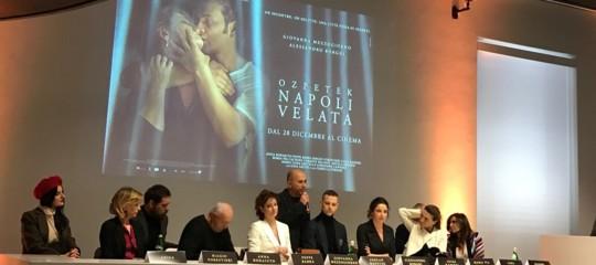 Ozpetek, sesso morte e magnifiche presenze nella sua 'Napoli velata'