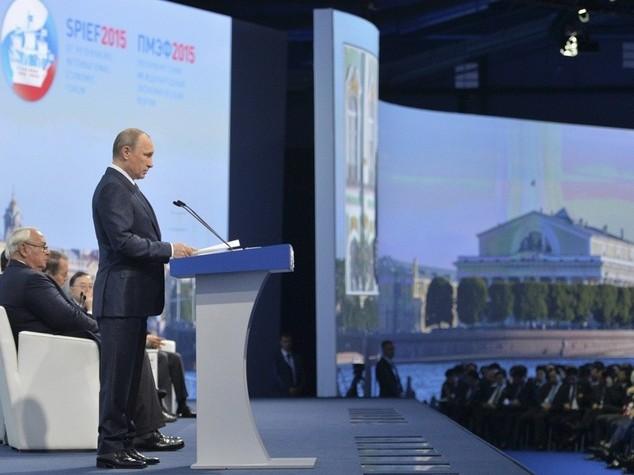 Putin: dalle sanzioni danni all'Europa per 100 miliardi di dollari