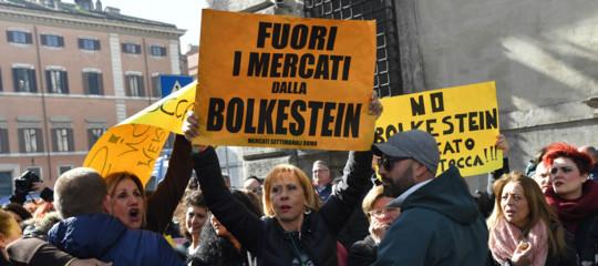 Manovra: niente Bolkestein, concessioni agli ambulanti prorogate al 2020
