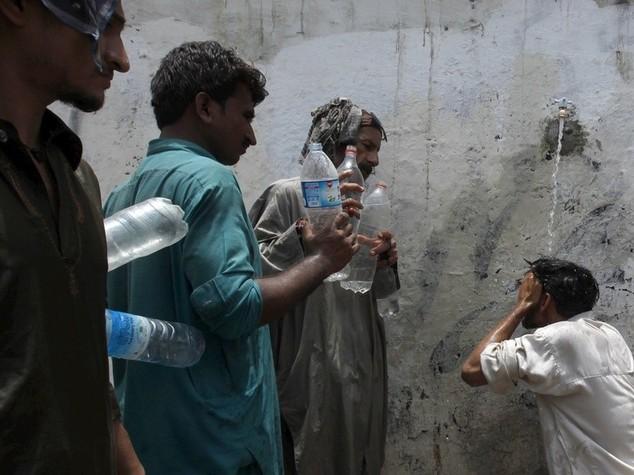Pakistan: caldo killer, quasi 700 i morti nel Sindh