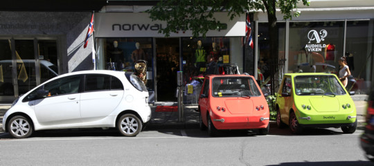 Cosa ha convinto i norvegesi a convertirsi all'auto elettrica