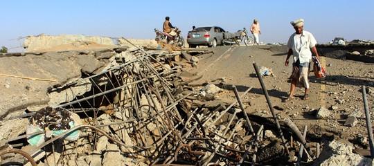 yemenguerra scontri bombardamenti