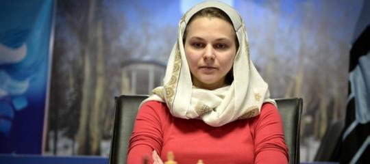 Perché la seconda scacchista al mondo rinuncia al torneo di Riad (anche se le costerà i due titoli)