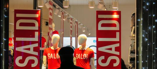 Con i saldi i negozi cercano la rivincita su Amazon e gli acquisti online