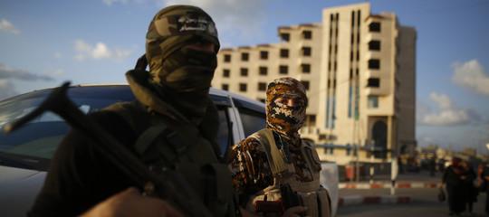Gerusalemme: Israele bombarda basi Hamas dopo lancio razzi da Gaza