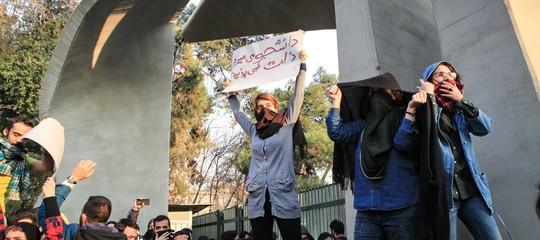 Il governo iraniano chiudeTelegram, la protesta si sposta suldarkweb