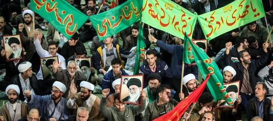 Iran: tv di Stato, decine di migliaia in piazza a sostegno del governo