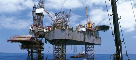 Petrolio: Trump, da 2019 estrazioni lungo il 90% delle coste