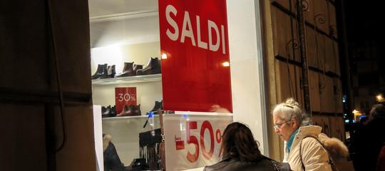 Cosa (e quanto) stanno comprando gli italiani approfittando dei saldi