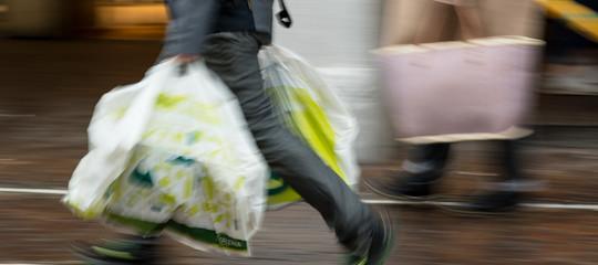 Sacchetti biodegradabili per la spesa: 8 punti fermi
