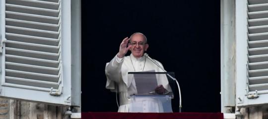 Papa: la fede si trasmette in dialetto, la lingua intima delle coppie