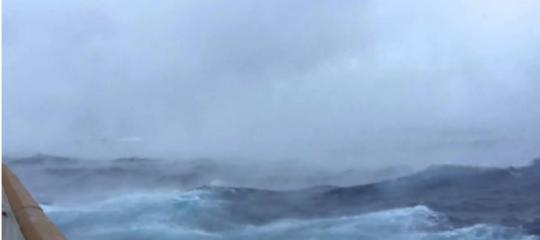 Una nave da crocieraha affrontato la bufera-mostro. E ne è uscita per miracolo