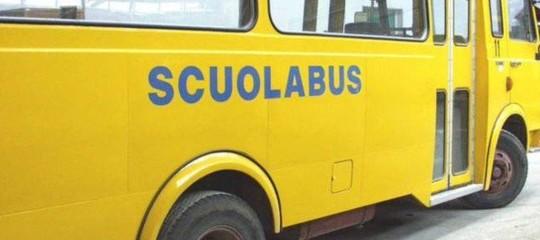 Incidente nel mantovano, si ribalta scuolabus con 50 bimbi