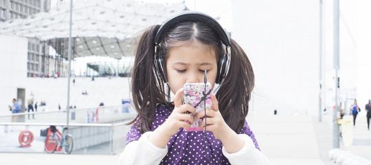 """""""L'iPhonecrea dipendenza, evitatelo"""". La lettera-denuncia di due investitoriApple"""