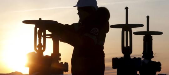 Non si ferma la corsa del petrolio, ai massimi da 3 anni