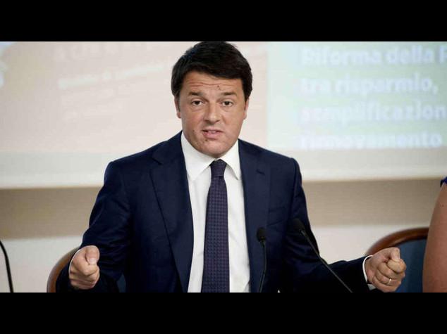 """Renzi, meno tasse sul lavoro  """"Pil 2014 ballera' intorno allo zero"""""""