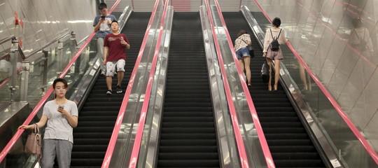 Le scale mobili compiono 125 anni, ed è ora di sfatare il mito della corsia di sinistra