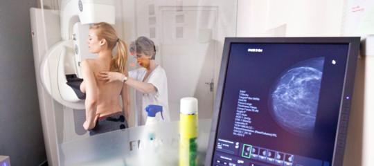 Tumori femminili: cure più efficaci con lo screening genetico