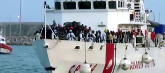 Il 95% dei migranti sbarcati in Italia e Grecia già ricollocati in Europa. Possibile?
