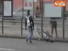 Vento così forte in Olanda che spazza via una bicicletta