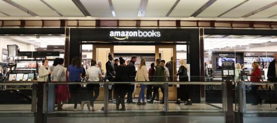 AmazonGo è un supermercato dove fai la spesa e non passi alla cassa. Apre oggi