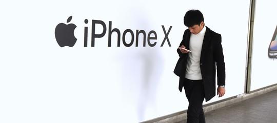 """""""Applein estatebloccherà la produzionedell'iPhoneX"""""""