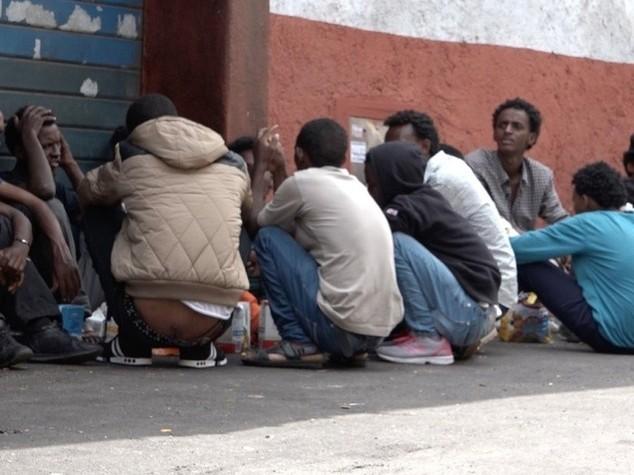 Immigrati: ok a missione navale Ue, 40mila lasceranno Italia e Grecia