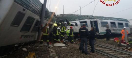 Cede un binario, deraglia un treno di pendolari traPioltelloe Treviglio. I morti sono 3