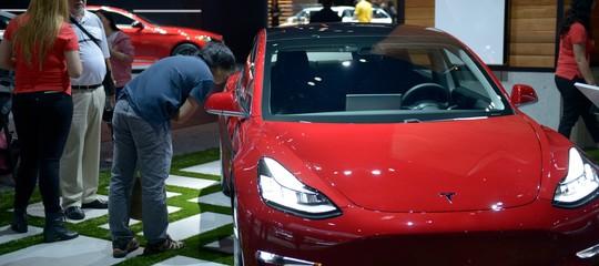 Teslaritarderàancora la produzione di Model 3? Botta e risposta traMuskeCnbc