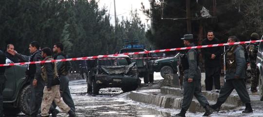 Autobomba esplode a Kabul, 63 morti e oltre 140 feriti