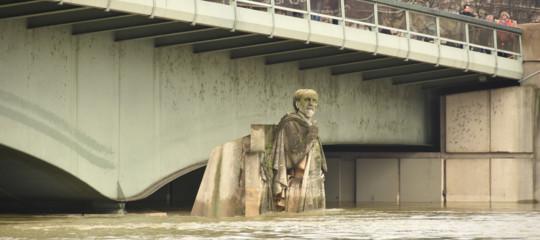 La Senna in piena minaccia i ponti di Parigi. E' a 5,82 metri