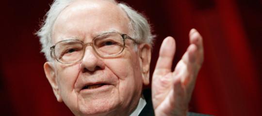 Bezos e Buffett studiano un'assicurazione sanitaria economica per i rispettivi dipendenti