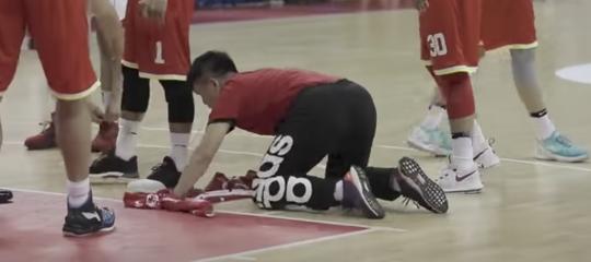 La star del basket cinese è un ragazzo che non tocca palla