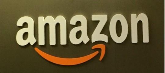 Amazon: brevetta braccialetto per monitorare merce e dipendenti